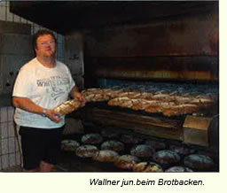 Wallner junior beim Brotbacken